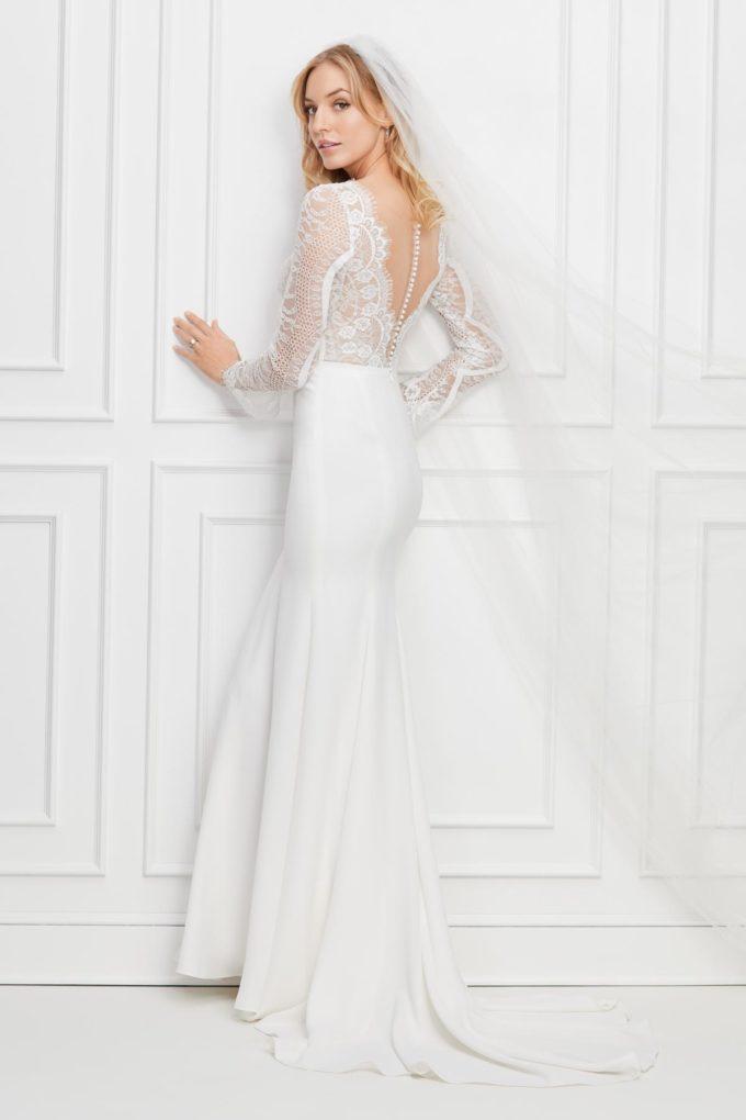 Braut im weißen Prinzessinnenkleid