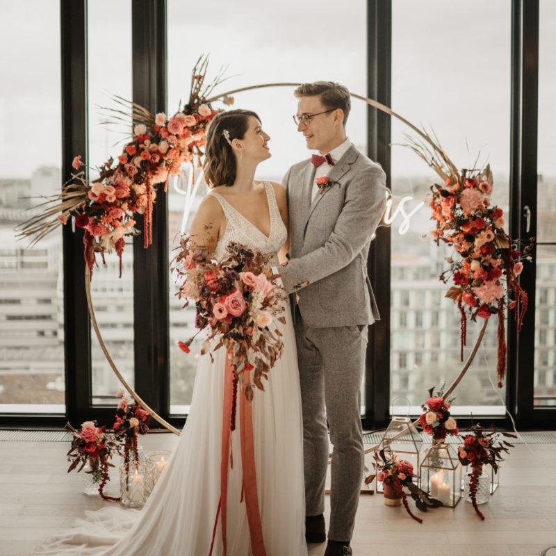 Hochzeit, Trauung, Traubogen, Brautpaar, Blumen , hochzeitsdekoration