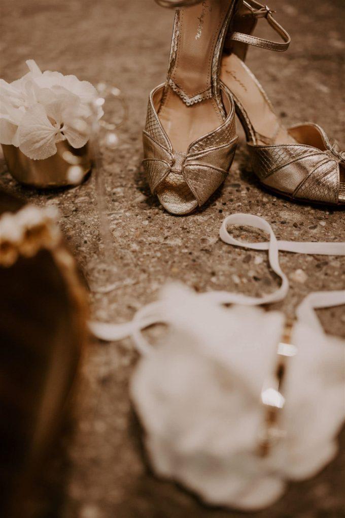moderne Braut, Brautaccessoires ,BRautschuhe , BrautgürtelBrautjumpsuit, Hose für Hochzeit, Standesamtoutfit, moderes Brautoutfit, schlichte Braut, coole Braut , lässiges Brautoutfit , engaged , Brautpaar ,