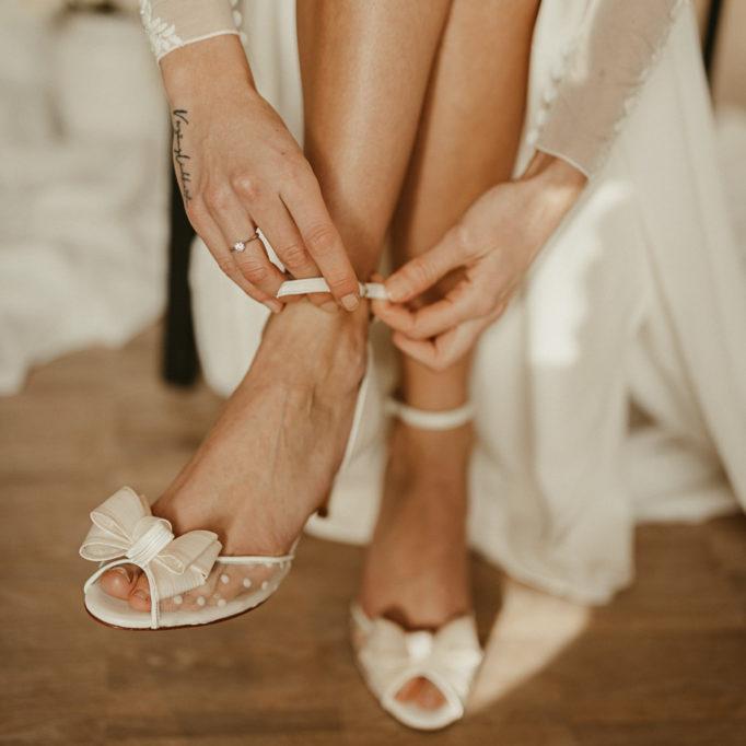 moderne braut, Weddingdress ,Weddinggown,Traftbrautkleid, satinbrautkleid ,Bridaldress , Lachia Headpieces, Wtoo by Watters , schlichtes Brautkleid, moderne Braut, coole Braut, elegante Braut, brautschuhe