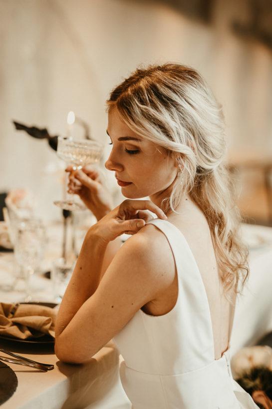Weddingdress ,Weddinggown,Traftbrautkleid, satinbrautkleid ,Bridaldress , Lachia Headpieces, Wtoo by Watters , schlichtes Brautkleid, moderne Braut, coole Braut, elegante Braut