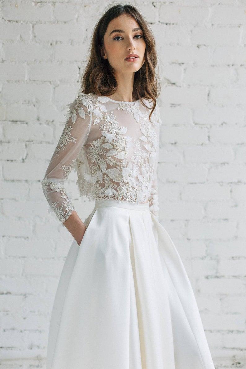 Braut mit einem Brautkleid Top mit langen Ärmeln