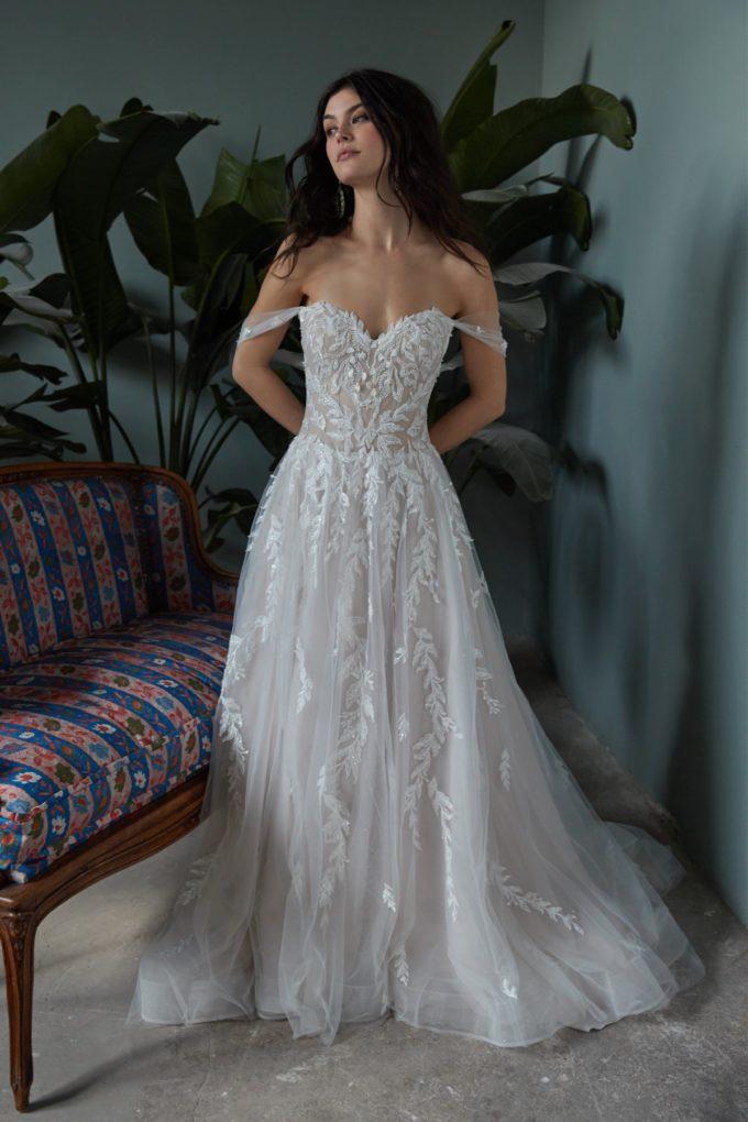 Anmutig wirkende Braut