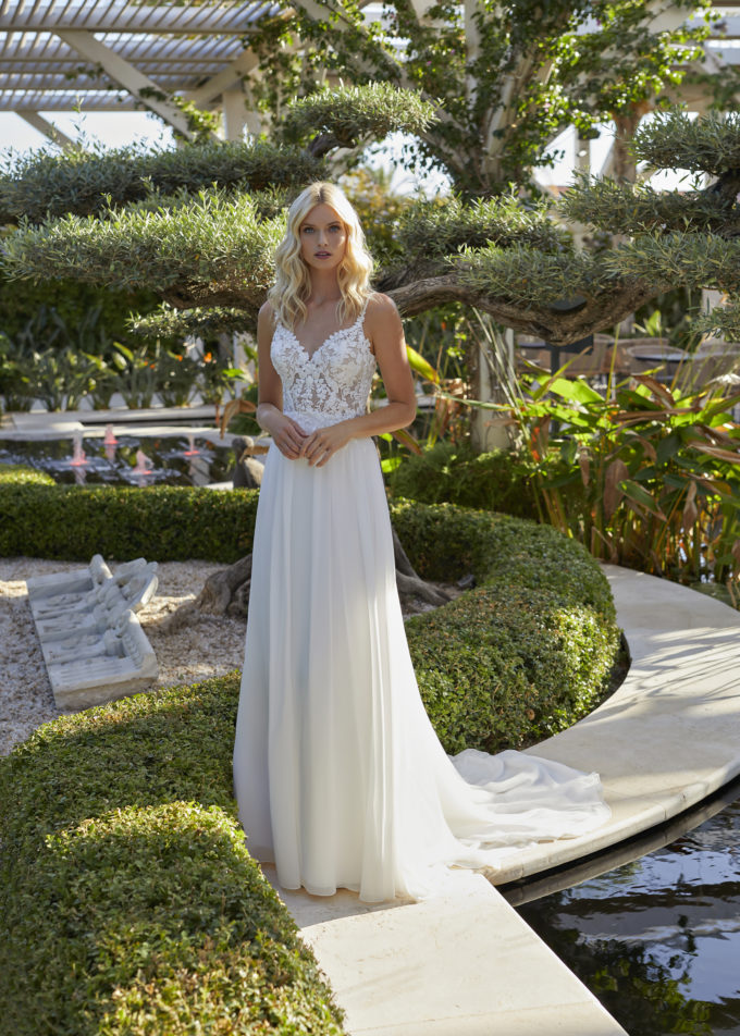 Brautkleid mit perlenbesetzten schmalen Trägern
