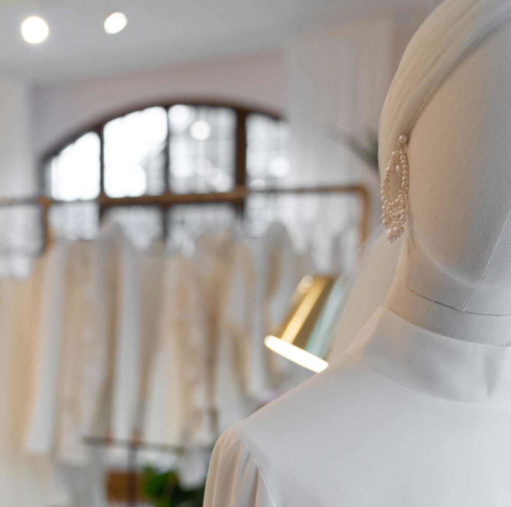 moderne Brautkleider und accessoires